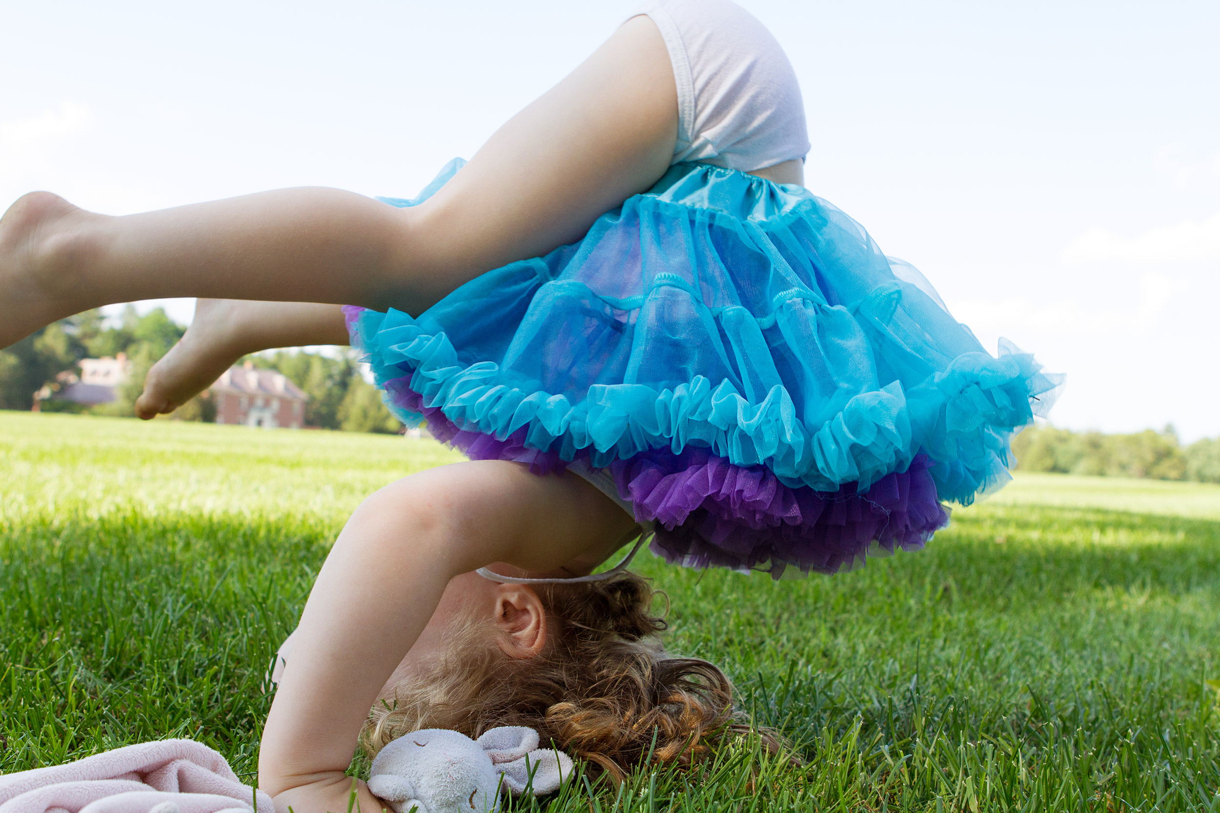 PHOTOGRAPHER | KIDS | CHILDHOOD | REAL PLAY | TUTU | OUTDOORS | GREEN GRASS | PLAY | Fun | 38