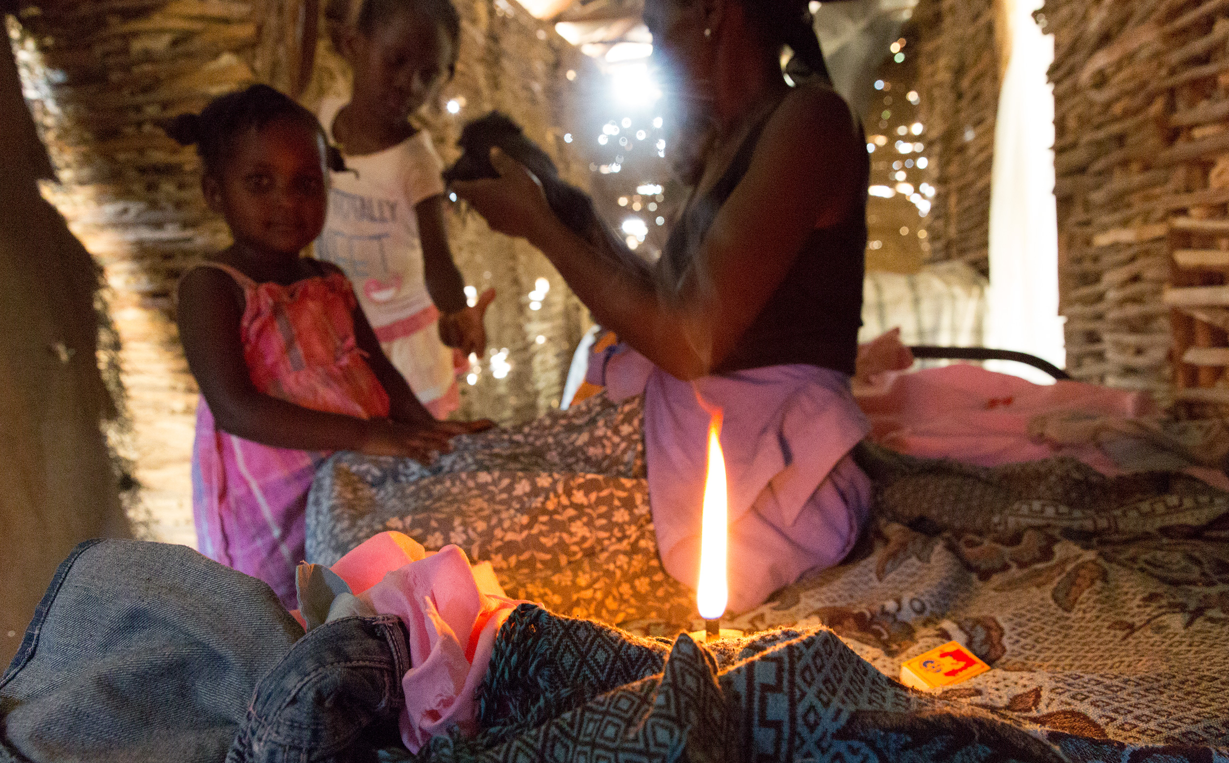 TRAVEL_HAITI_FREETHECHILDREN_lukeslights_haitian_laundry_lamp_unitetolight_3682_WB