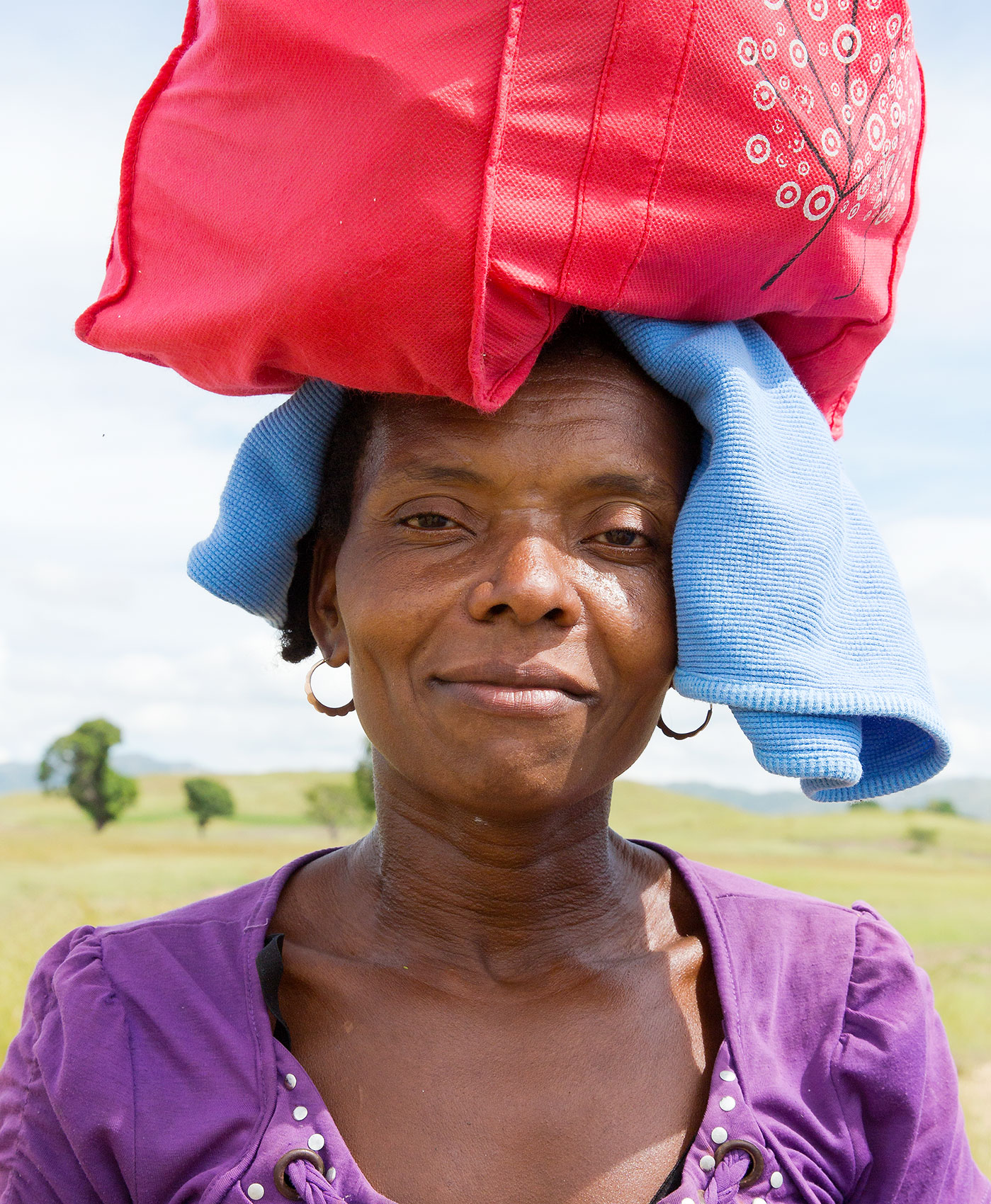TRAVEL_HAITI_PORTRAIT_WOMAN_mother_hot_sun_target_bag_0797_WB2