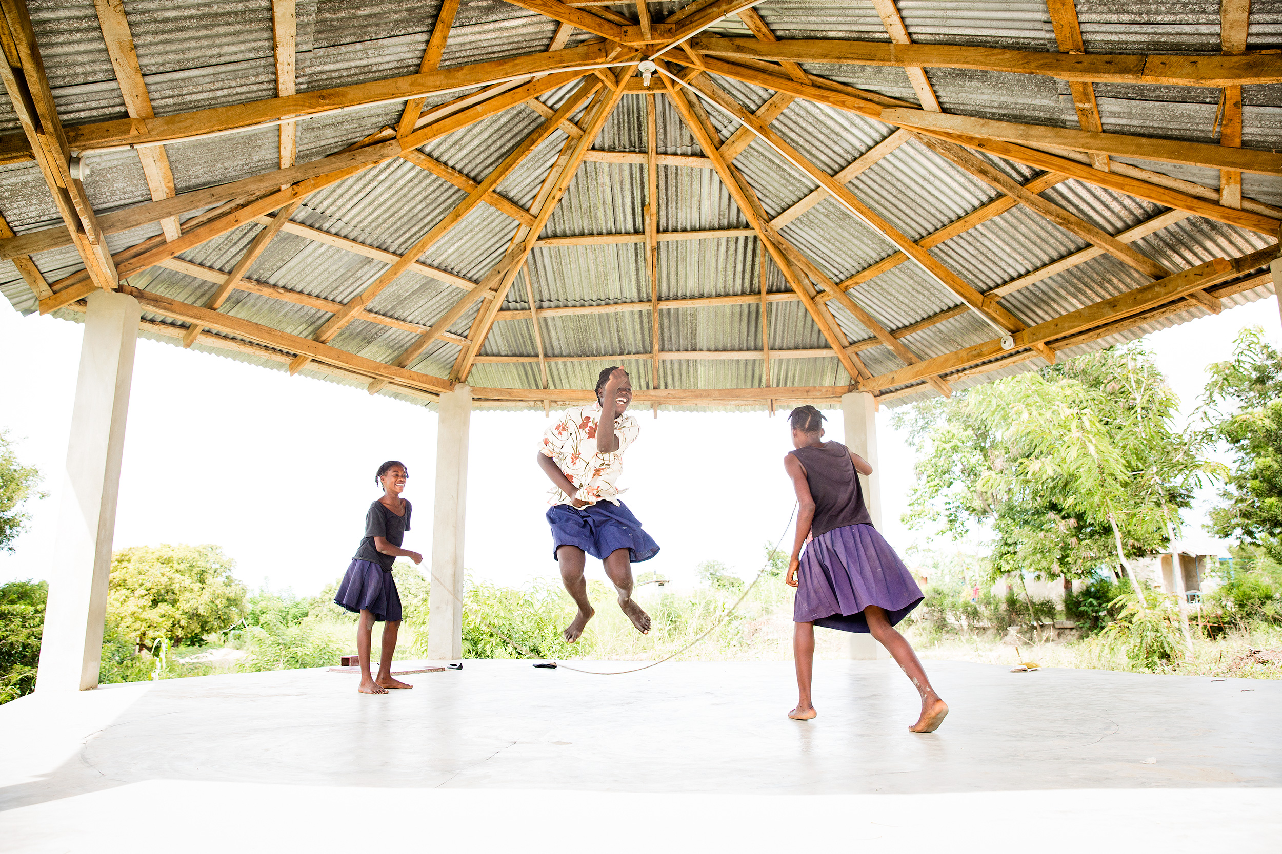 TRAVEL_HAITI_SCHOOL_GIRLS_JUMPROPE_ngo_play_joy_0815_WB