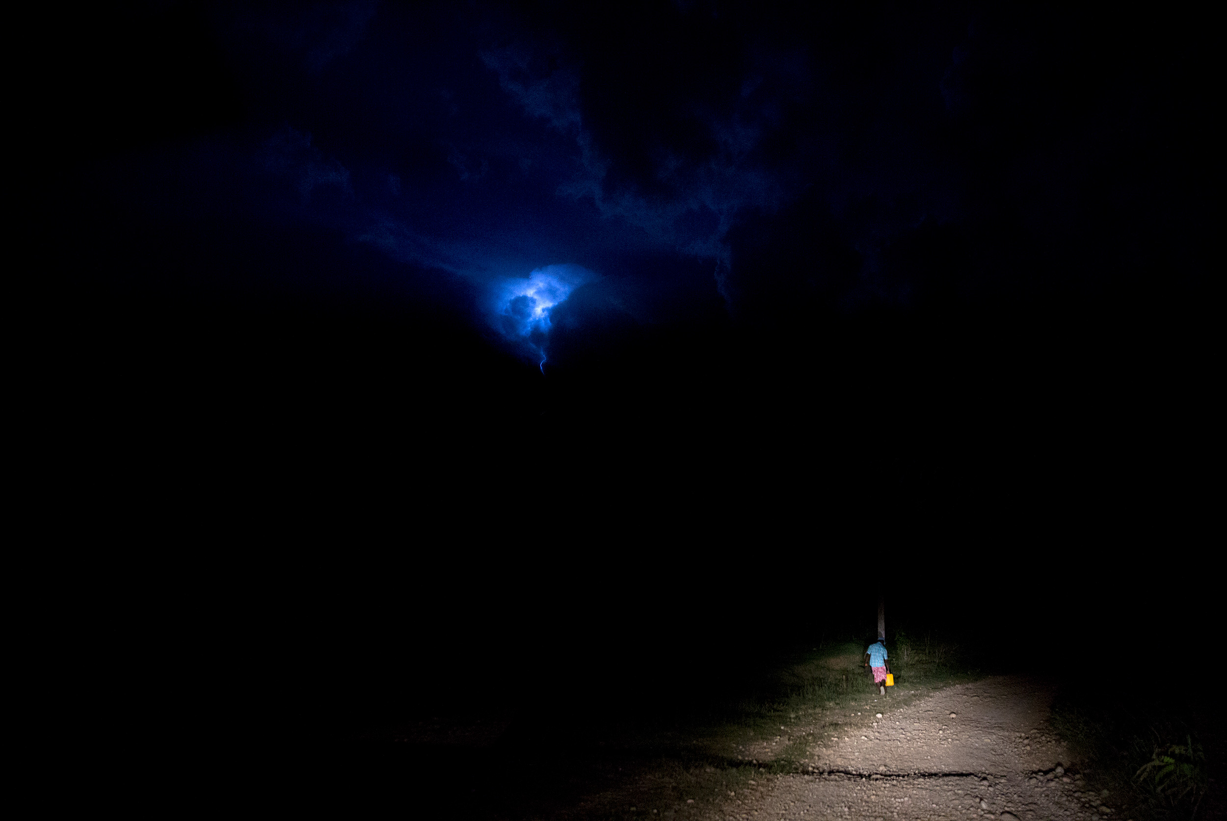 TRAVEL_HAIT_LIGHTNING_STORM_rainstorm_night_headlight_0814_WB